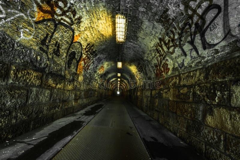 Túnel subterrâneo urbano fotografia de stock royalty free
