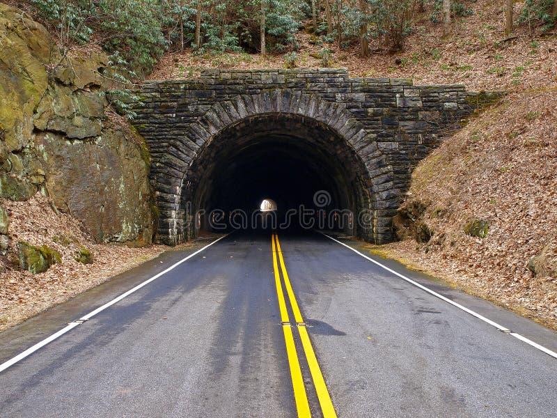 Túnel a través de la montaña foto de archivo libre de regalías