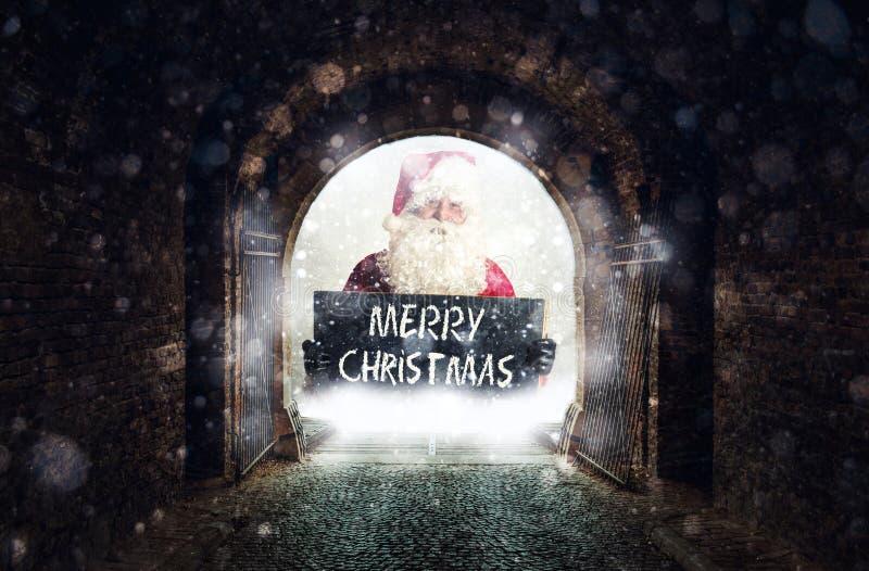 Túnel velho com Santa fotos de stock royalty free