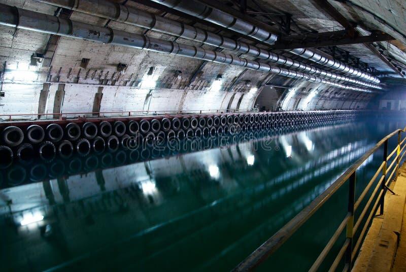 Túneles y refugios subterráneos abandonados fotos de archivo