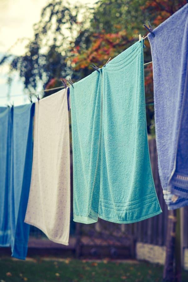 Tücher gehangen, um zu trocknen stockfotos