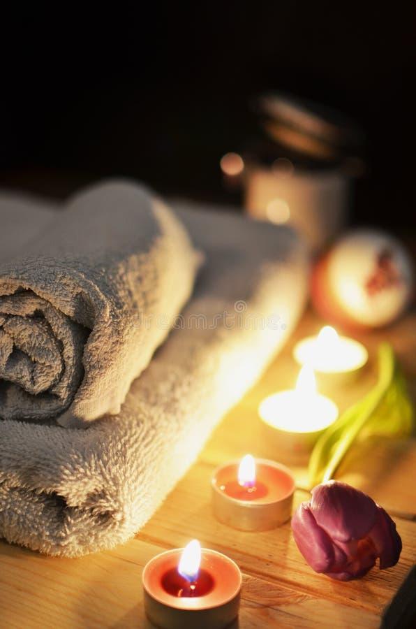 Tücher und Kerzen lizenzfreie stockfotografie