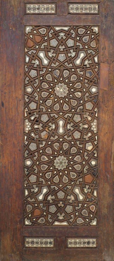 Tür-Blattnut und feder der Osmaneart baute hölzerne aufwändige zusammen, eingelegt mit Elfenbein, Ebenholz und dem Knochen stockfotos