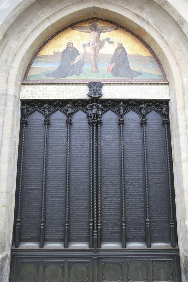 Tür der aller Kirche der Heiligen, Wittenberg stockbild