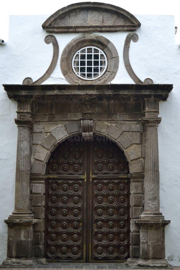 Tür der Kirche San Marcos Evangelista, Icod de Los Vinos stockfotografie