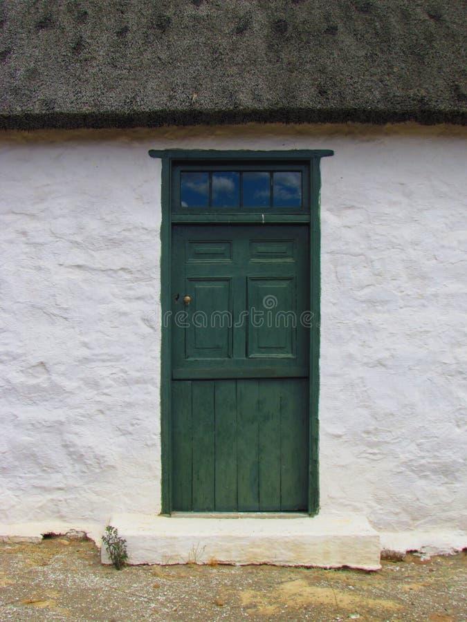 Tür der wieder hergestellten Tuinplaas-Kirche, großer Karoo, Südafrika stockfotos