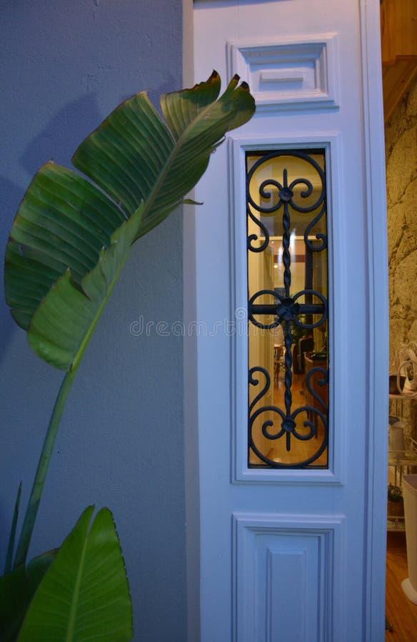 Tür des Hauses lizenzfreie stockbilder