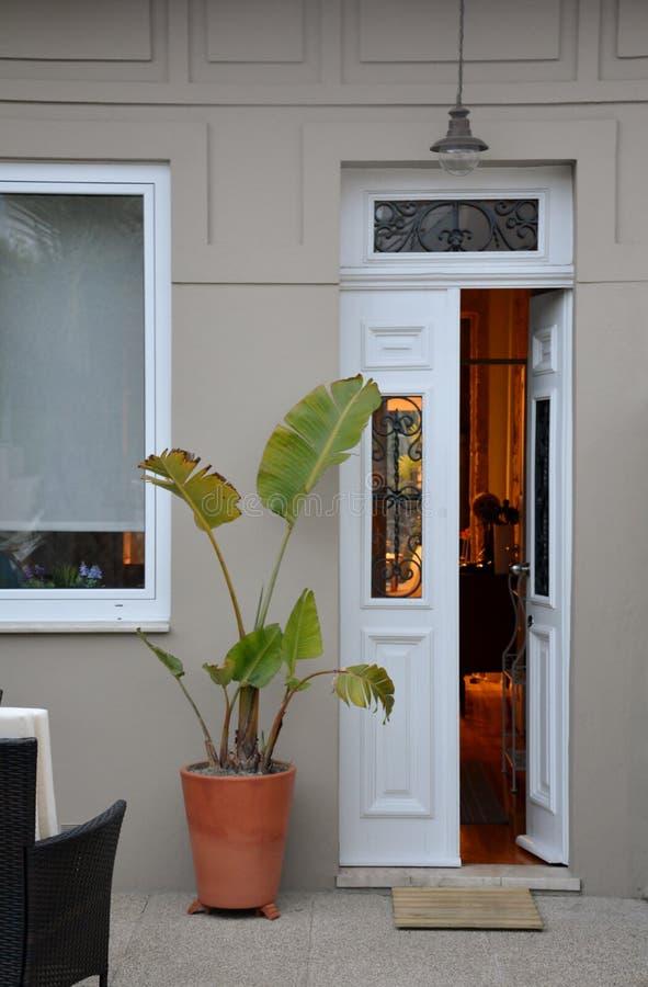 Tür des Hauses stockbilder
