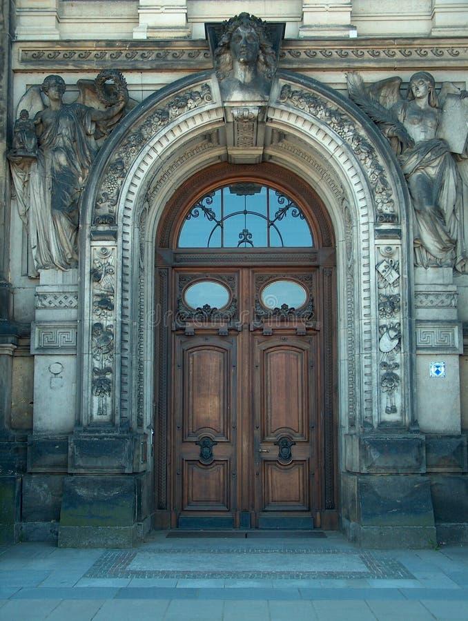 Download Tür in Dresden stockbild. Bild von holz, stein, gesicht - 28749