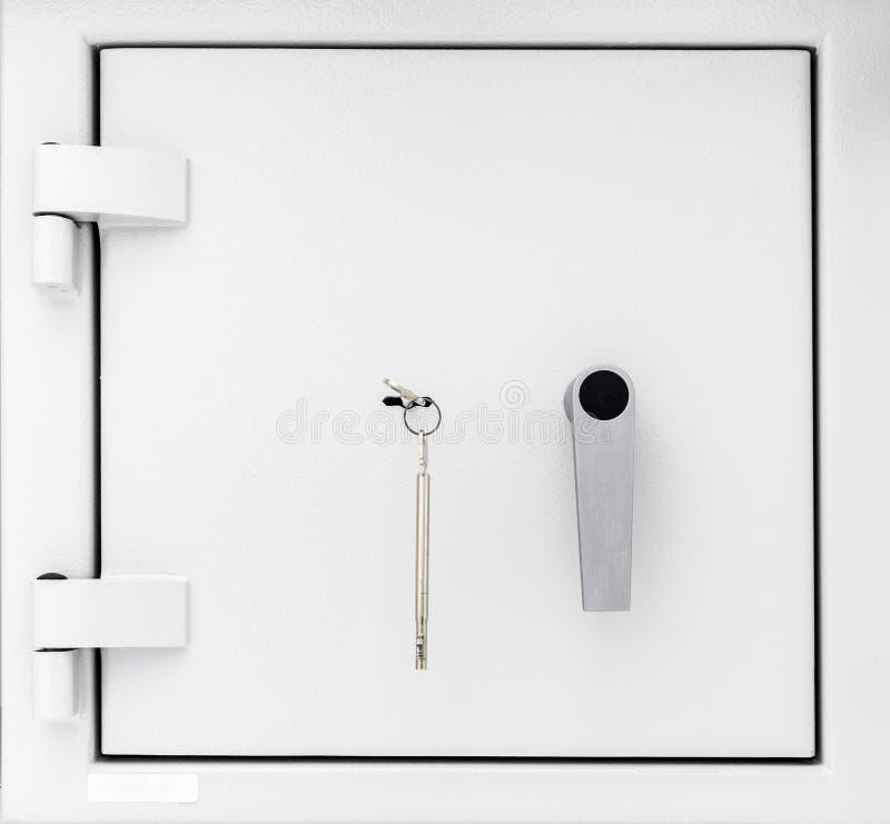Tür eines Safes mit Schlüssel lizenzfreie stockfotos