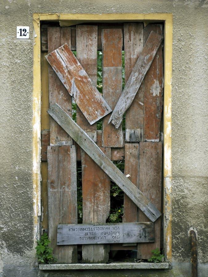 Tür-genagelt und oben geblockt lizenzfreies stockbild