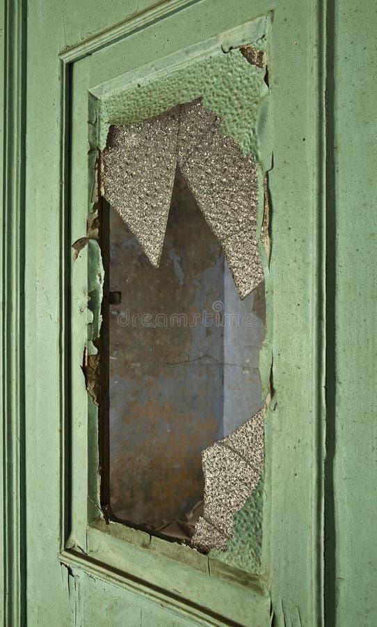 Tür mit defektem Glas lizenzfreies stockbild