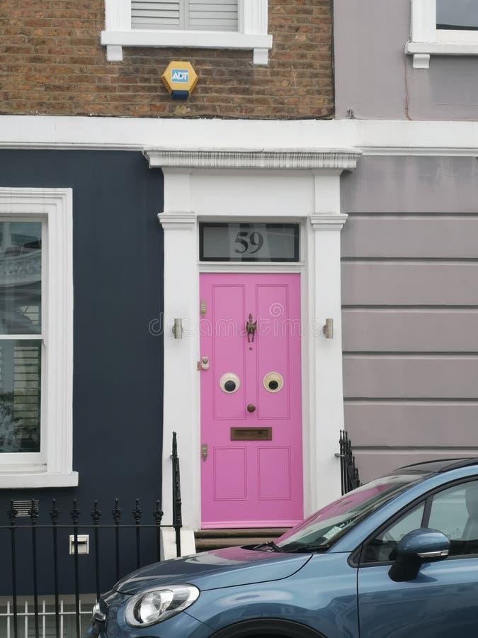 Tür mit googly Augen lizenzfreies stockbild
