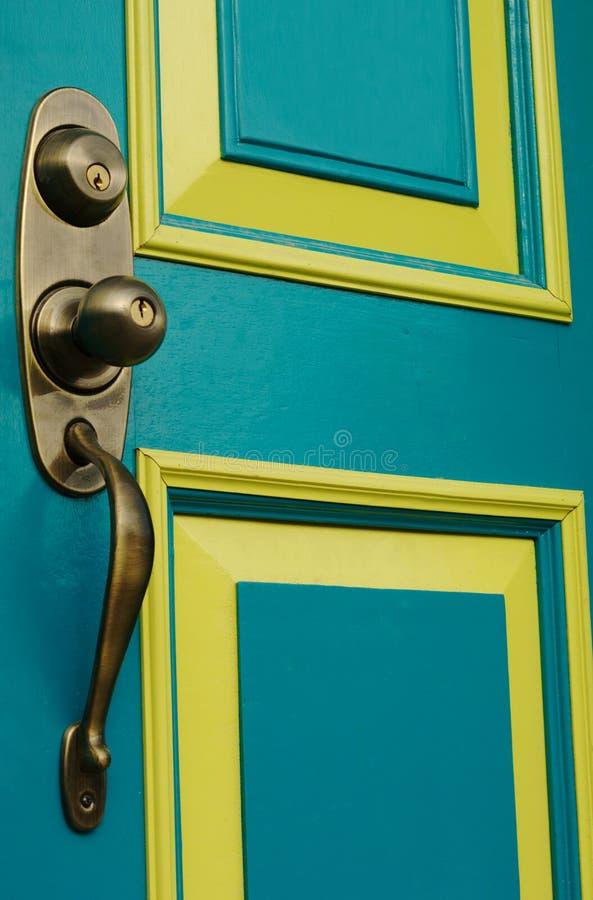 Tür mit Türknauf lizenzfreies stockbild
