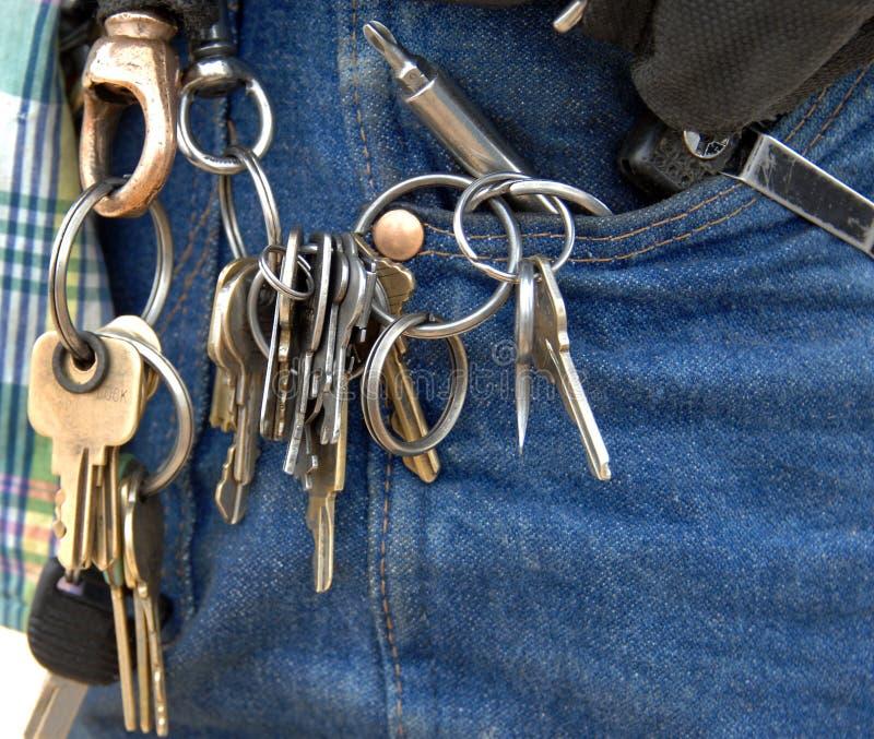 Tür-Schlüssel auf Hausmeister-Arbeits-Ring stockfoto