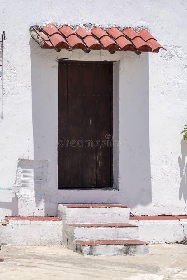Tür, Schritte und Schatten Baluarte de San Ignacio Cartagena lizenzfreies stockbild