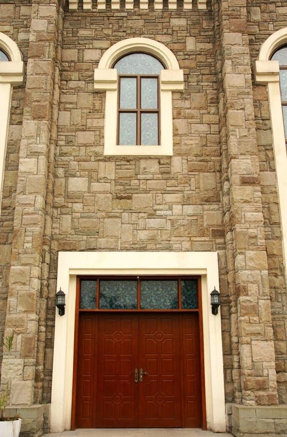 Tür und Fenster des westlichen Gebäudes lizenzfreie stockfotos