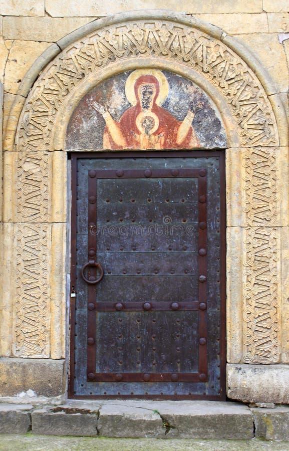Tür und Fresko am alten orthodoxen Kloster Gelati nahe Kutaisi lizenzfreies stockbild