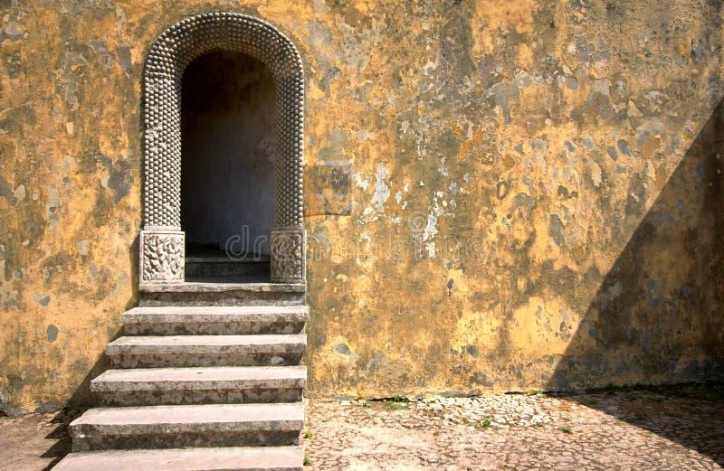 Tür zu den Märchen stockbild