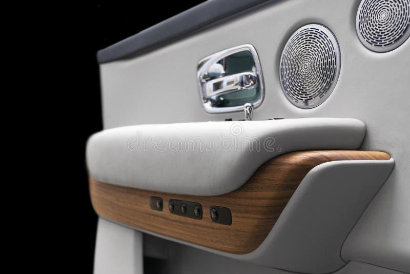 Türgriff mit Knöpfen des automatisch versenkbaren Fensters Steuereines Luxuspersonenkraftwagens Weiß durchlöcherte ledernen Innen vektor abbildung