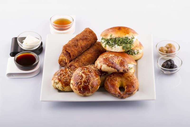 Türkische Gebäck-Nahrungsmittel auf einem hölzernen lizenzfreies stockfoto