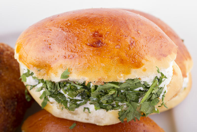 Türkische Gebäck-Nahrungsmittel auf einem hölzernen lizenzfreie stockbilder