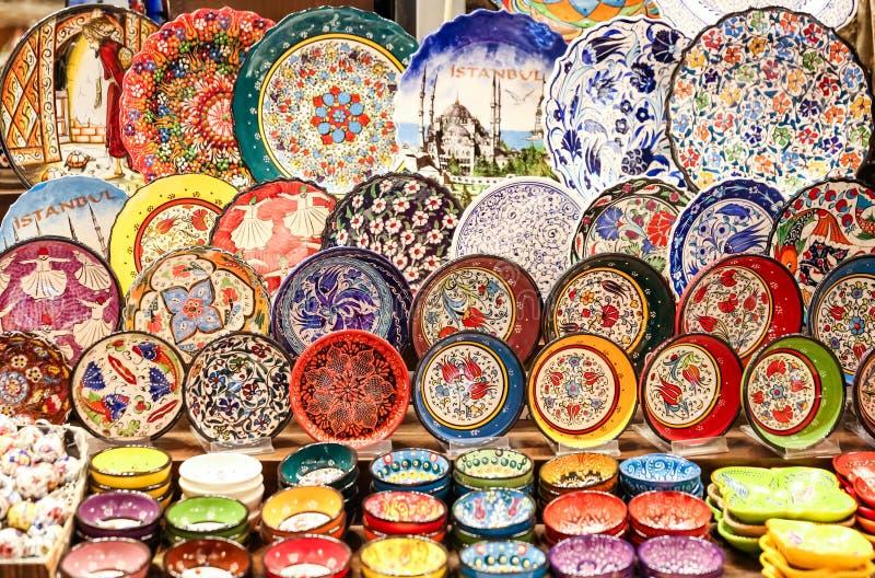 Türkische Keramik im Gewürz-Basar, Istanbul, die Türkei lizenzfreie stockbilder