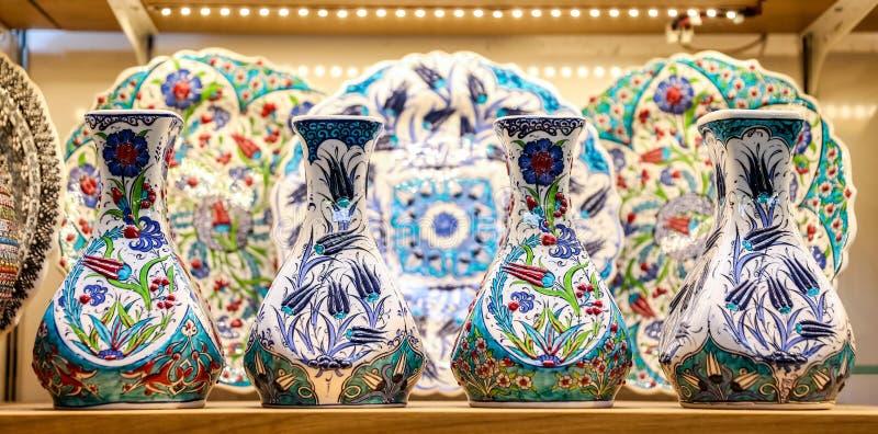 Türkische Keramik im großartigen Basar, Istanbul, die Türkei lizenzfreies stockfoto