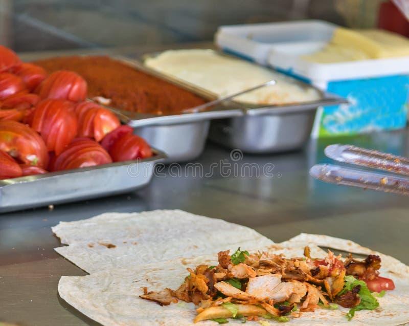 Türkische Lebensmittel Doner-Kebabküche - arabisches shawarma lizenzfreie stockfotos
