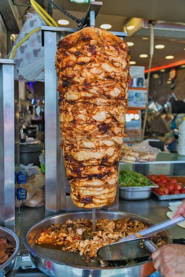 Türkische Lebensmittel Doner-Kebabküche - arabisches shawarma stockfotografie