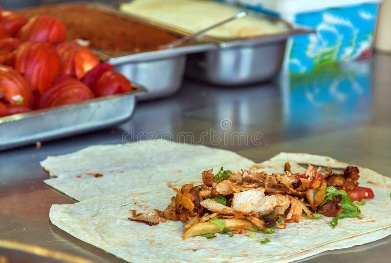 Türkische Lebensmittel Doner-Kebabküche - arabisches shawarma stockbild