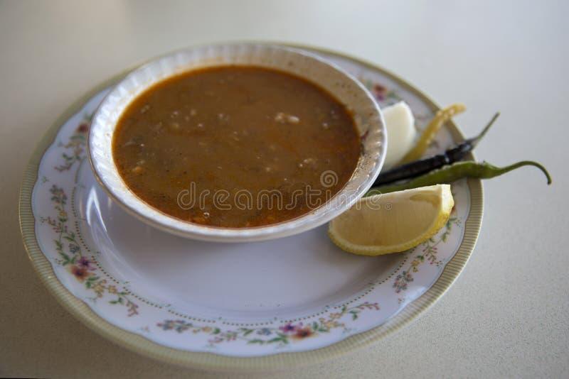 Türkische leckere traditionelle Paca-Suppe stockfoto