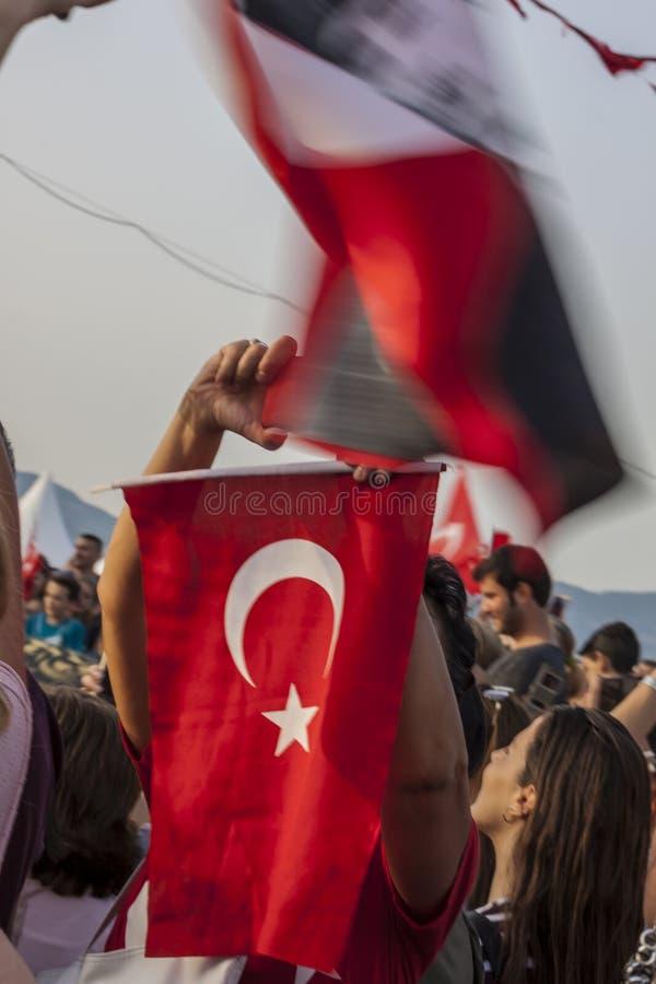 Türkische Leute, die Befreiung von Izmir vom Griechen gedenken stockfoto