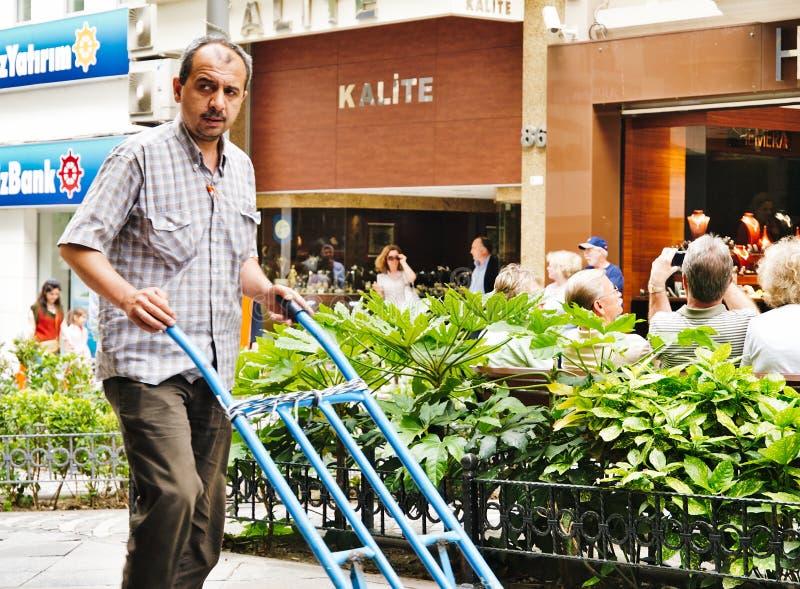 Türkische männliche Arbeitskraft mit dem Schnurrbart lizenzfreie stockfotografie