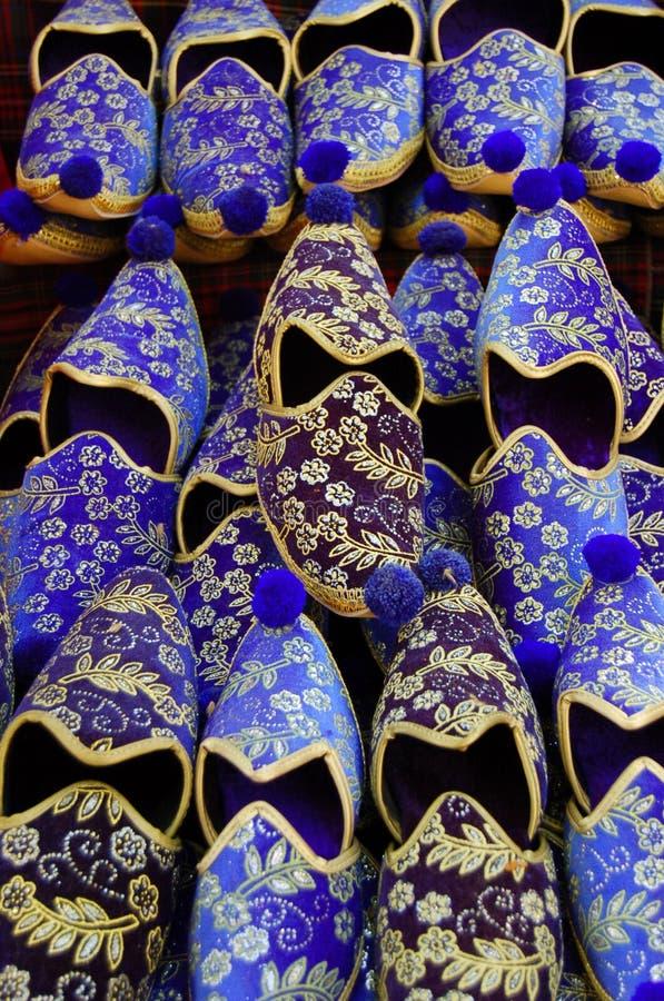 Türkische Schuhe auf Verkauf lizenzfreie stockfotos