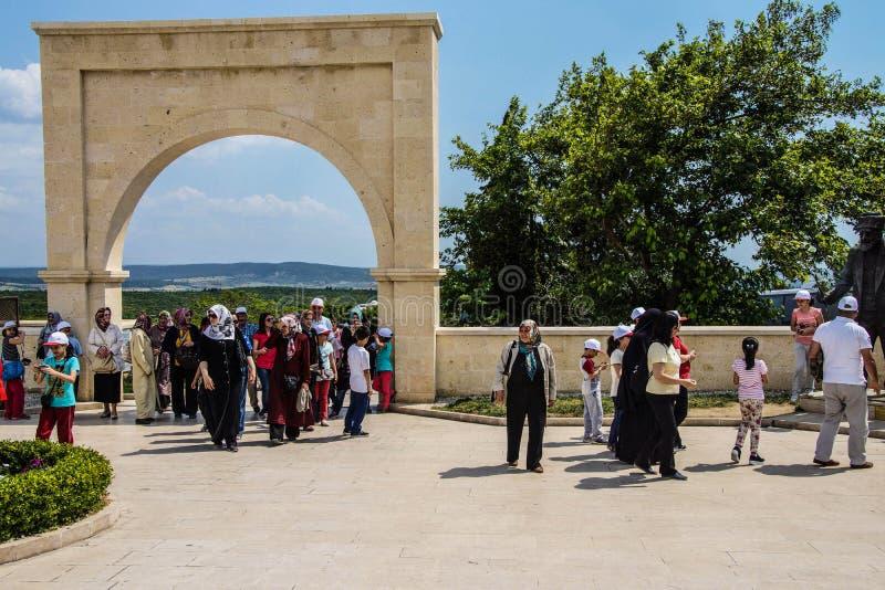 Türkischer Besucherhalt am Denkmal stockbild