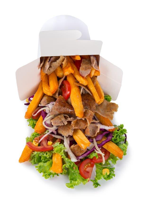 Türkischer Kebabkasten mit Pommes-Frites auf weißem Hintergrund lizenzfreie stockfotografie