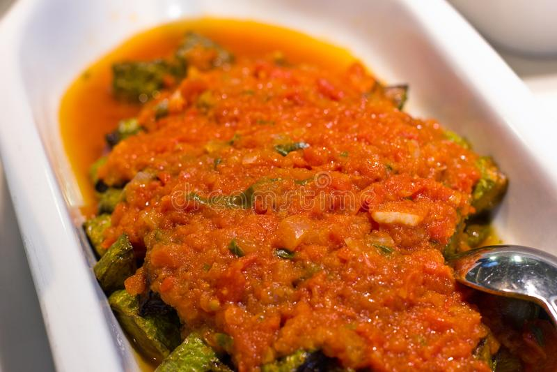 Türkischer Salat Shakshuka von gekochter Aubergine und von Zucchini mit t lizenzfreie stockfotos