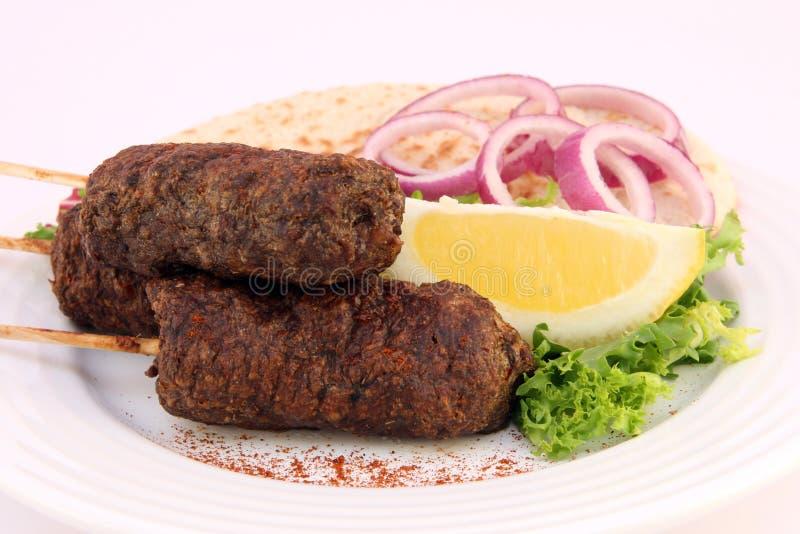 Türkisches Donner Kofte Kebab Mit Salat Lizenzfreie Stockfotografie