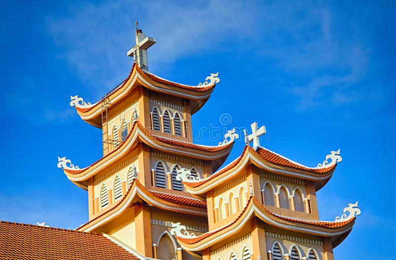 Türme der katholischen Kirche in Vietnam lizenzfreie stockbilder