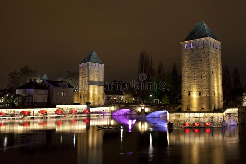 Türme der mittelalterlichen Brücke Ponts Couverts in Straßburg, Frankreich stockfotografie