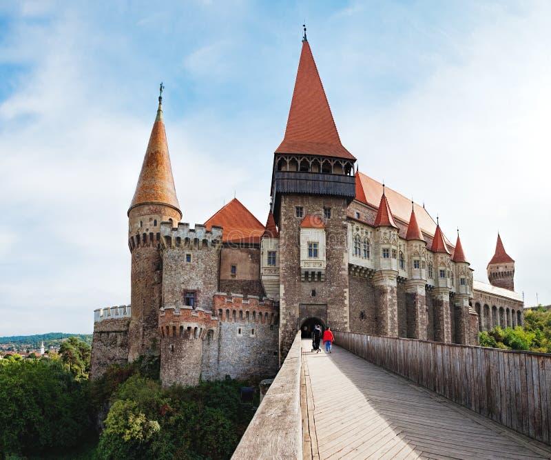 Türme des Corvin-Schlosses in Rumänien stockfotografie
