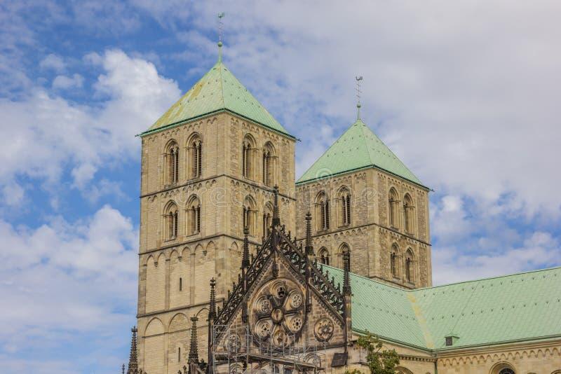 Türme des St. Paulus Dom in Munster lizenzfreie stockfotos