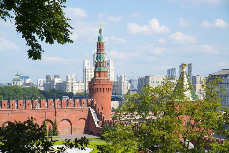 Türme Moskau der Kreml im Solarwetter lizenzfreies stockfoto