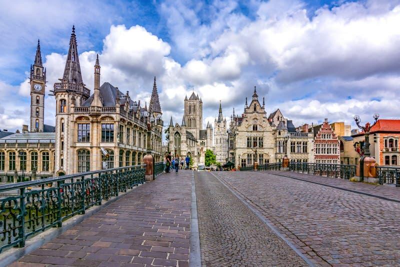 Türme und Architektur des mittelalterlichen Herrn, Belgien lizenzfreie stockfotografie