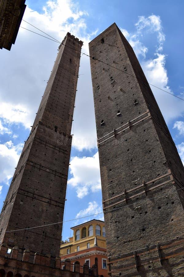 Türme von Bologna, von Asinelli und von Garisenda stockfotografie