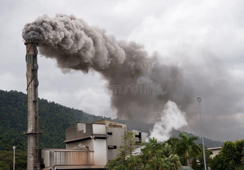 Türmender Rauchstapel stockbild