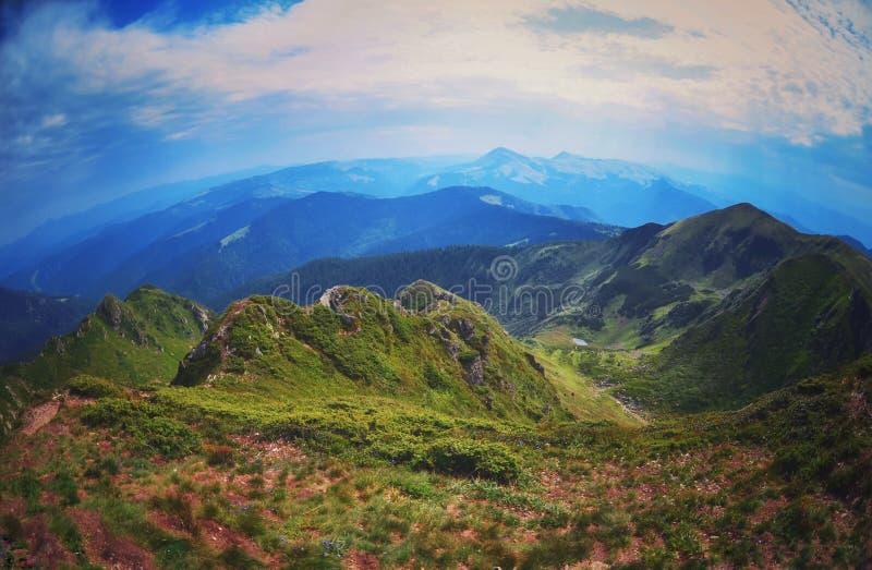 Türspionsansicht der schönen Landschaft lizenzfreie stockbilder