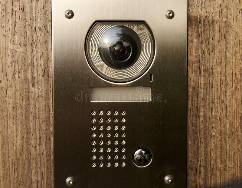 Türwechselsprechanlage auf Holz lizenzfreies stockfoto