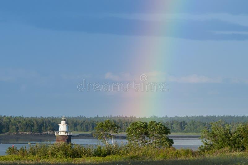 Tęcz końcówki latarnią morską w Maine obraz stock